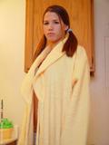 http://img132.imagevenue.com/loc179/th_4f060_bathrobe_010.jpg