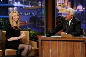 Лиса Кудроу, фото 8. Lisa Kudrow The Tonight Show with Jay Leno - July 05, 2011, photo 8