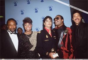 1986- The 28th Grammy Awards Th_799162202_008_32_122_422lo