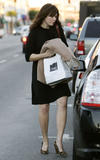 http://img132.imagevenue.com/loc690/th_67231_celeb-city.eu_Mandy_Moore_out_and_about_in_West_Hollywood_10.12.2007_06_122_690lo.jpg