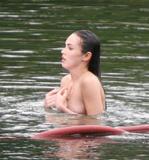 "More from set of 'Jennifer's Body' May 11, 2008 - Nerble Scans Foto 399 (Подробнее из множества ""Тело Дженнифер"" 11 мая 2008 - Nerble Сканы Фото 399)"