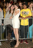 http://img132.imagevenue.com/loc828/th_39040_Selena_Gomez_2009-01-15_-_Hotel_for_Dogs_Premiere_in_Los_Angeles_0185_122_828lo.jpg