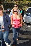 th_01614_brit039sandino_122_930lo - Britney Spears va mieux, son décolleté aussi